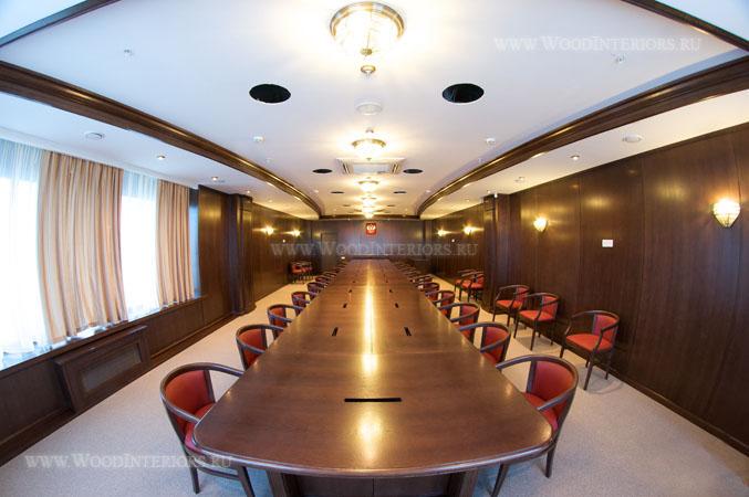 Деревянный интерьер зала коллегии. Фото1