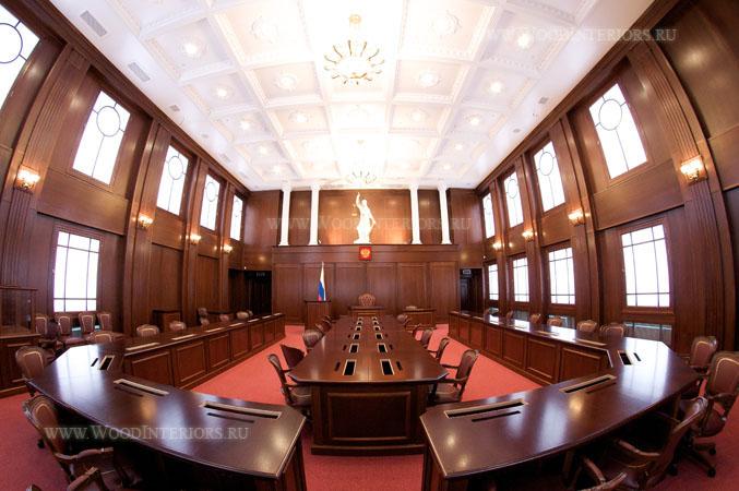 Деервянный интерьер зала президиума. Фото1