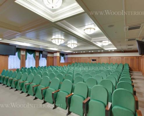 Деревянные стеновые панели в инетрьере зала конференций. Фото 1