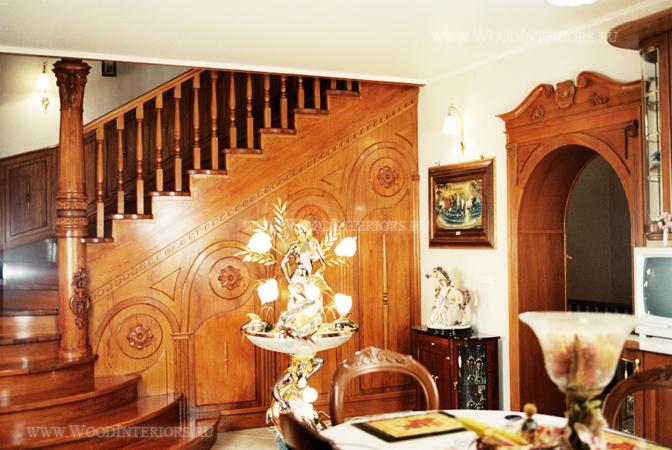 Деревянные стеновые панели в отделке лестницы. Фото 1