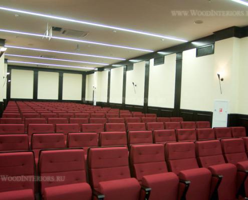 Панели из дерева в интерьере зала конференций. Фото 3