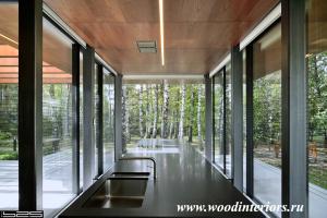 Деревянные потолочные панели в отделке загородного павильона. Заречье 6