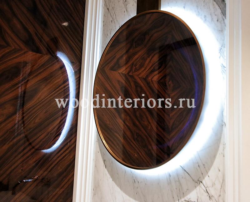 Круглое зеркало из латуни.
