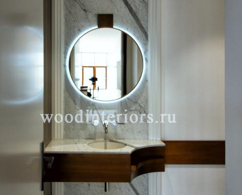 Изделия из латуни в интерьере гостевой ванной