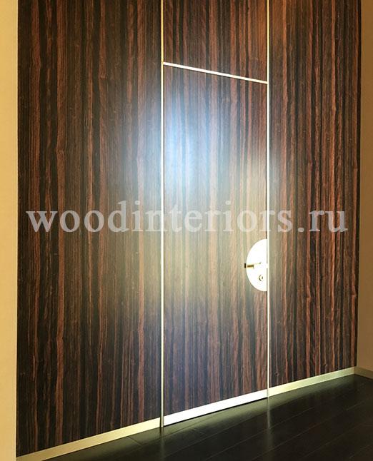Двери из латуни и дерева