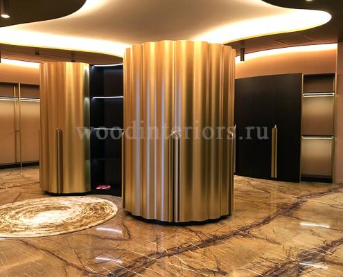 Шкаф с гнутыми волнистыми фасадами с покраской под латунь