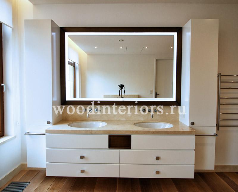 Зеркало из латуни в интерьере ванной