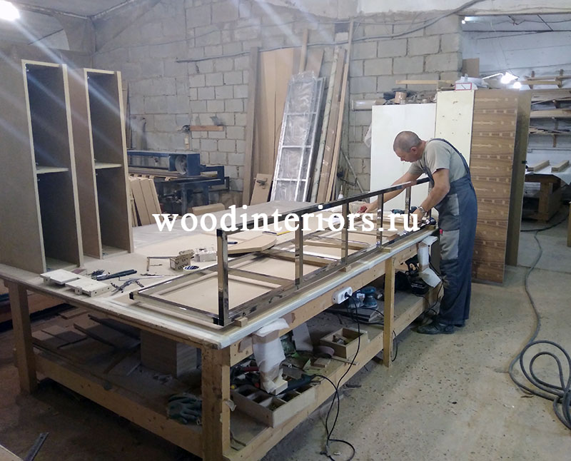 Мебель из дерева на заказ для гардеробной №215. Изготовление