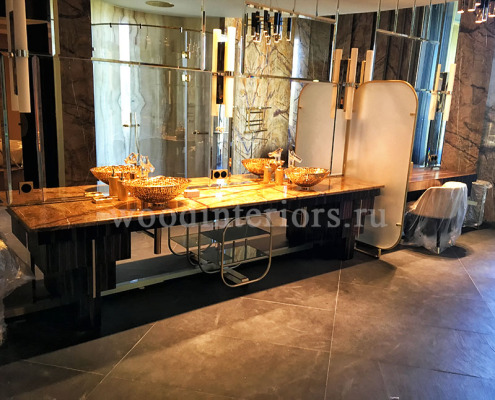 Мебель из дерева на заказ с изделиями из латуни