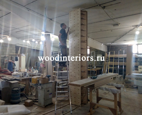 Мебель из латуни. Шкаф с латунными трубками в столовой. Изготовление