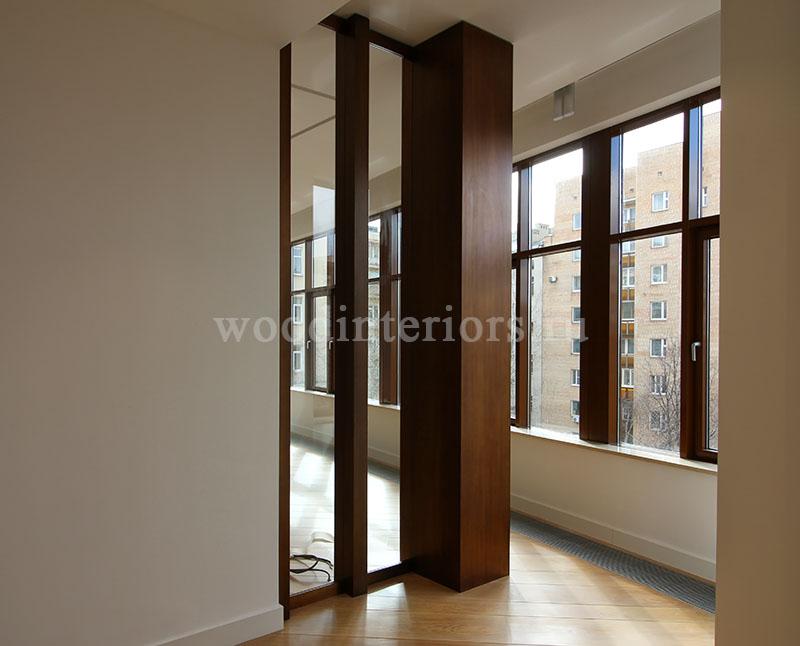 Витражное зеркало из латуни. Интерьер кабинета