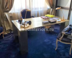 стол из латуни